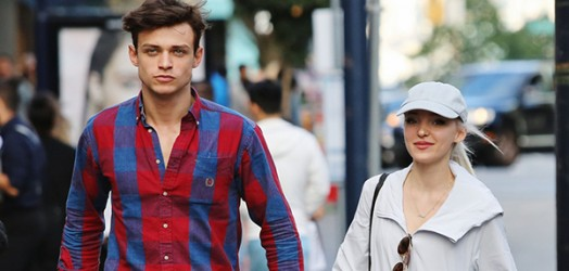 Dove Cameron assume relacionamento com Thomas Doherty