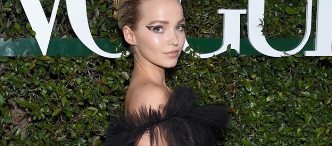 Dove Cameron comparece ao evento realizado pela Teen Vogue; veja fotos